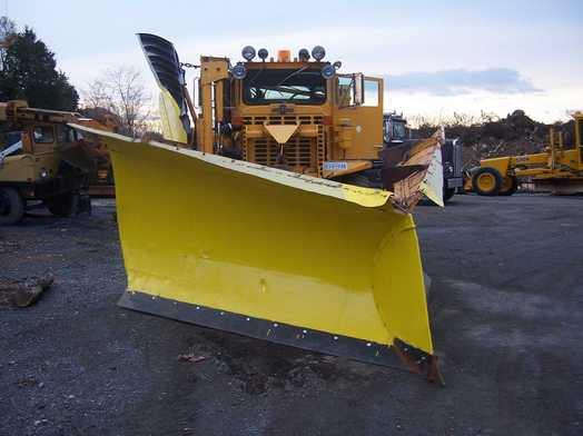 http://www.badgoat.net/Old%20Snow%20Plow%20Equipment/Plow%20Equipment/Power%20Angle%20V%20Plow/Power%20Angle%20V-Plow/GW524H392-4.jpg
