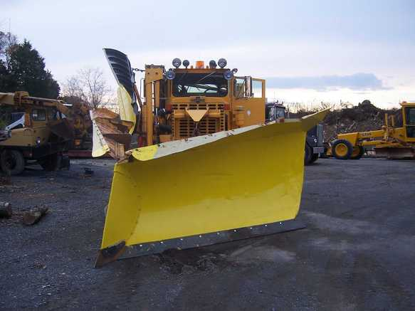 http://www.badgoat.net/Old Snow Plow Equipment/Plow Equipment/Power Angle V Plow/Power Angle V-Plow/GW583H437-5.jpg