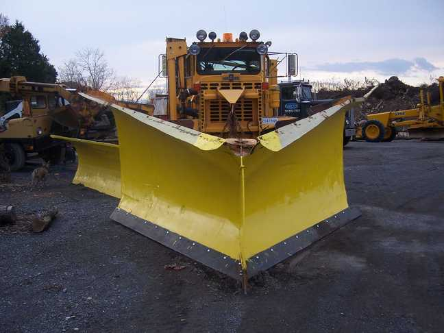 http://www.badgoat.net/Old Snow Plow Equipment/Plow Equipment/Power Angle V Plow/Power Angle V-Plow/GW648H486-6.jpg