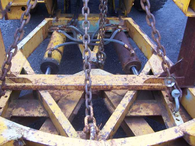 http://www.badgoat.net/Old Snow Plow Equipment/Plow Equipment/Power Angle V Plow/Power Angle V-Plow/GW673H505-2.jpg