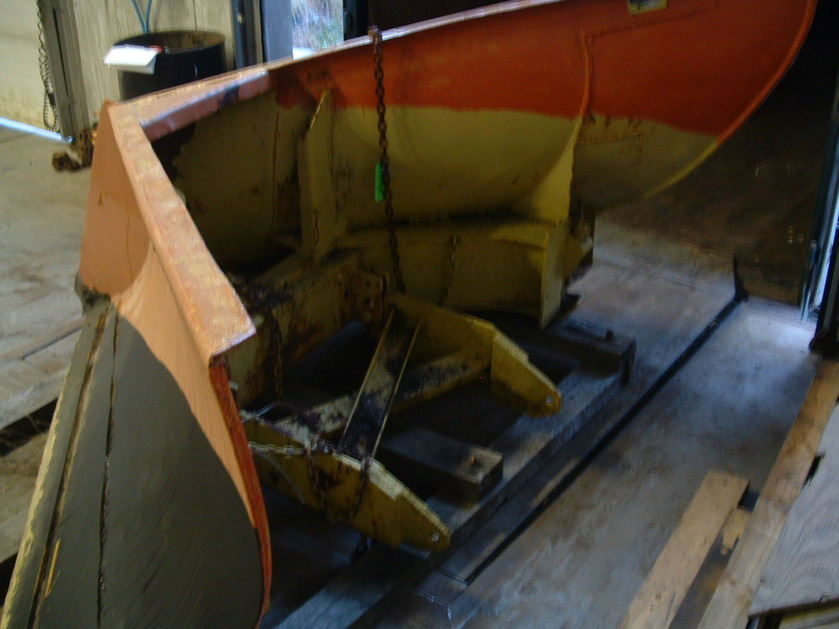 http://www.badgoat.net/Old Snow Plow Equipment/Plow Equipment/Snow Plow Manufacturers/Baker Snow Plows/GW839H629-2.jpg
