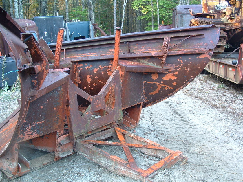 http://www.badgoat.net/Old Snow Plow Equipment/Plow Equipment/Snow Plow Manufacturers/Miscellaneous Vee Plows/GW839H629-15.jpg