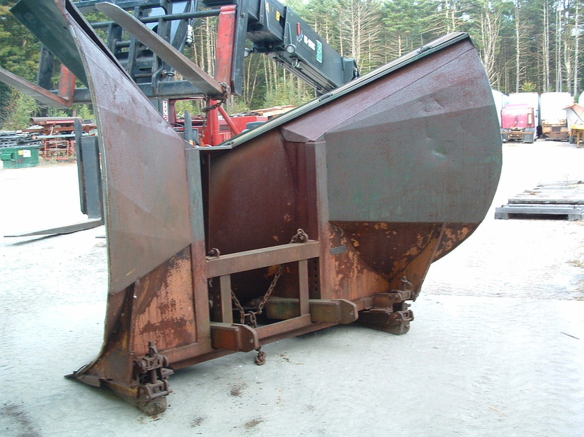 http://www.badgoat.net/Old Snow Plow Equipment/Plow Equipment/Snow Plow Manufacturers/Ross Snow Plows/GW839H629-3.jpg