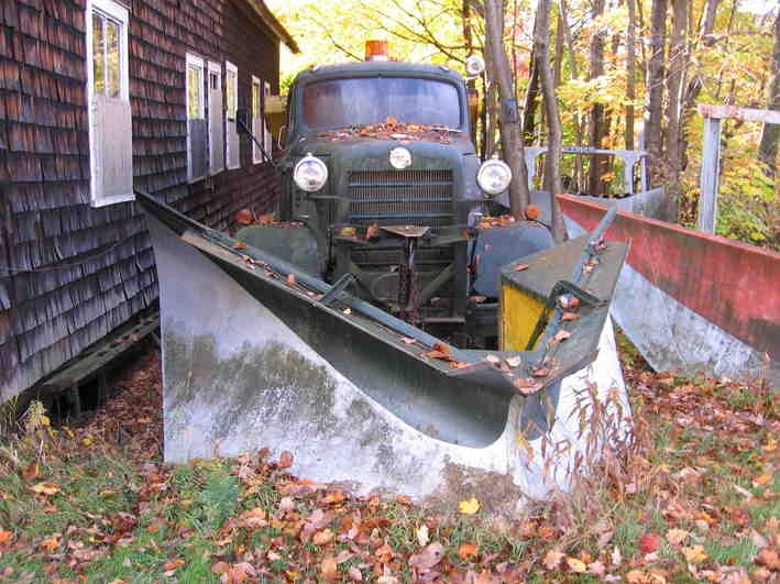 http://www.badgoat.net/Old Snow Plow Equipment/Plow Equipment/Snow Plow Manufacturers/Rotary Snow Plows Snow Blowers/GW709H531-16.jpg