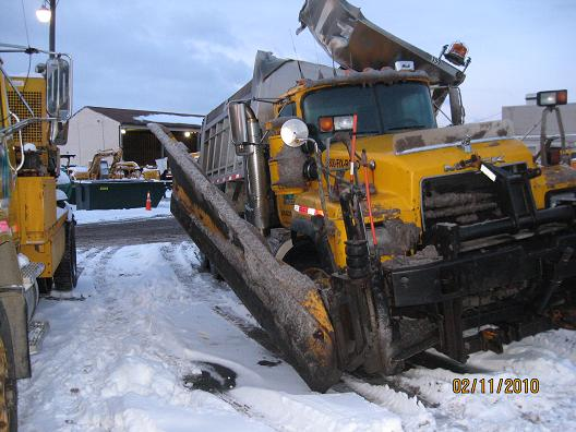 http://www.badgoat.net/Old Snow Plow Equipment/Show Plow Stories/Bad Day Plowing/GW528H396-2.jpg