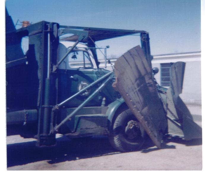 http://www.badgoat.net/Old Snow Plow Equipment/Truck Collections/Town of Springfield Trucks/Town of Springfield/GW691H595-4.jpg