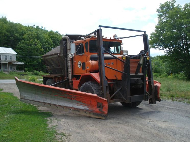 http://www.badgoat.net/Old Snow Plow Equipment/Trucks/FWD Trucks/FWD's of Upstate New York/GW744H558-5.jpg