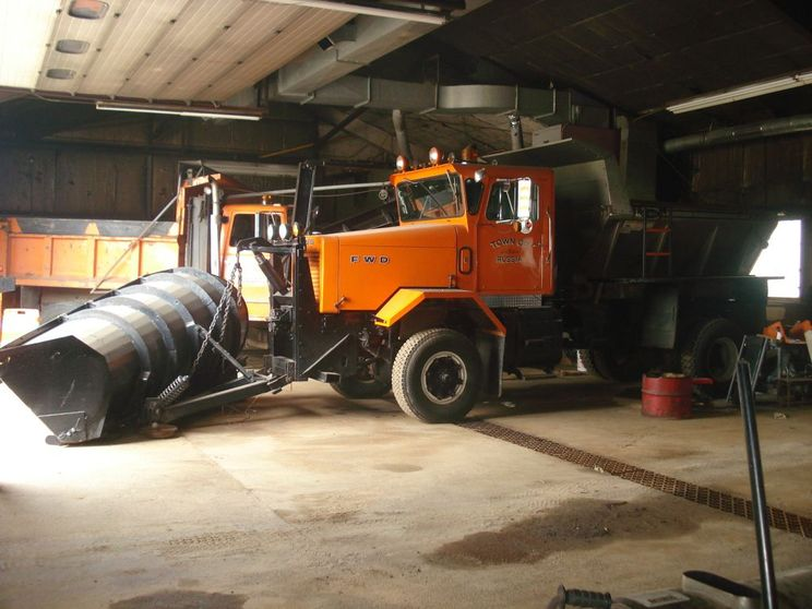 http://www.badgoat.net/Old Snow Plow Equipment/Trucks/FWD Trucks/FWD's of Upstate New York/GW744H558-7.jpg