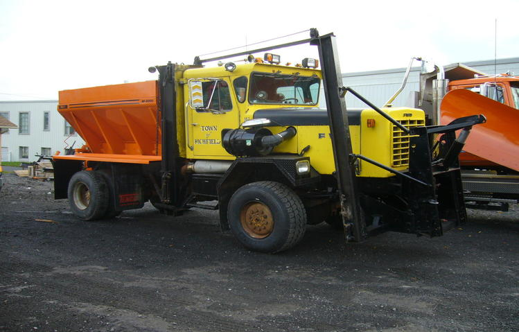 http://www.badgoat.net/Old Snow Plow Equipment/Trucks/FWD Trucks/FWD's of Upstate New York/GW749H479-10.jpg