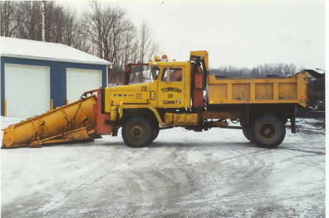 http://www.badgoat.net/Old Snow Plow Equipment/Trucks/FWD Trucks/FWD's/GW480H318-28.jpg