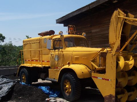 http://www.badgoat.net/Old Snow Plow Equipment/Trucks/FWD Trucks/FWD's/GW480H360-26.jpg