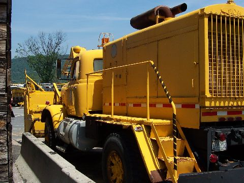 http://www.badgoat.net/Old Snow Plow Equipment/Trucks/FWD Trucks/FWD's/GW480H360-27.jpg