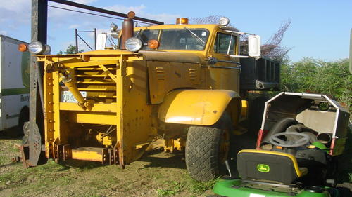 http://www.badgoat.net/Old Snow Plow Equipment/Trucks/FWD Trucks/FWD's/GW500H281-32.jpg