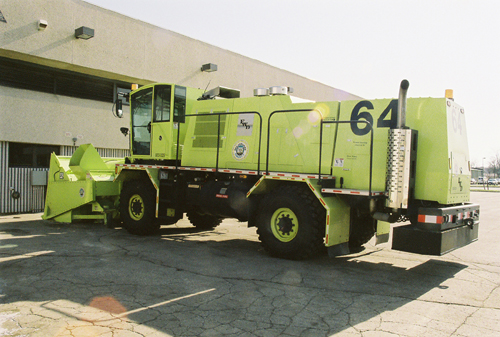 http://www.badgoat.net/Old Snow Plow Equipment/Trucks/FWD Trucks/FWD's/GW500H337-24.jpg