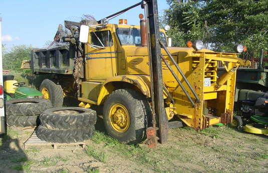 http://www.badgoat.net/Old Snow Plow Equipment/Trucks/FWD Trucks/FWD's/GW535H347-33.jpg