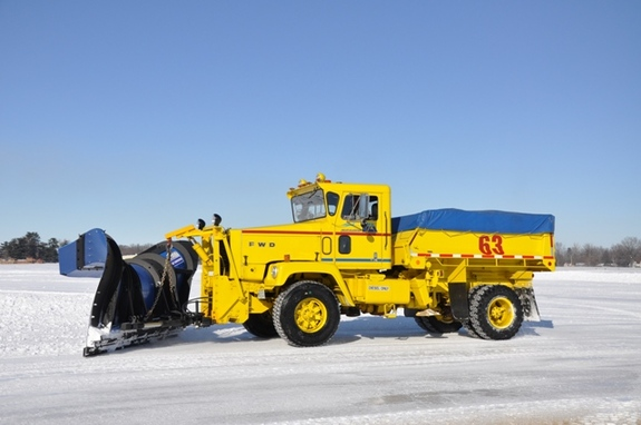 http://www.badgoat.net/Old Snow Plow Equipment/Trucks/FWD Trucks/FWD's/GW575H382-18.jpg