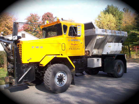 http://www.badgoat.net/Old Snow Plow Equipment/Trucks/FWD Trucks/FWD's/GW586H437-20.jpg
