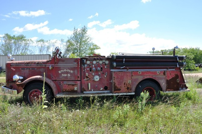 http://www.badgoat.net/Old Snow Plow Equipment/Trucks/FWD Trucks/FWD's/GW648H429-16.jpg