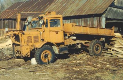 http://www.badgoat.net/Old Snow Plow Equipment/Trucks/FWD Trucks/FWD's/ycFPdy5f_1WxCIzeiPcvgw32176-21.jpg
