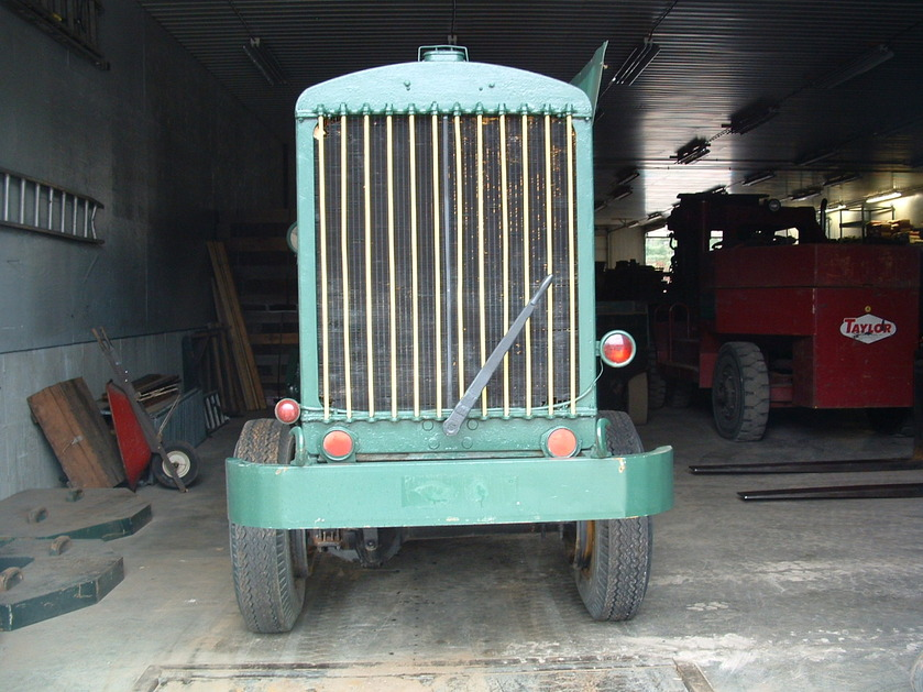 http://www.badgoat.net/Old Snow Plow Equipment/Trucks/FWD Trucks/Gushee FWD Rotary Plow/GW839H629-11.jpg