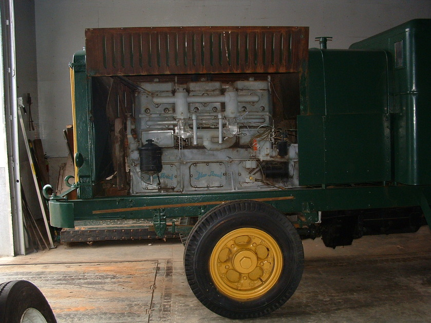 http://www.badgoat.net/Old Snow Plow Equipment/Trucks/FWD Trucks/Gushee FWD Rotary Plow/GW839H629-13.jpg