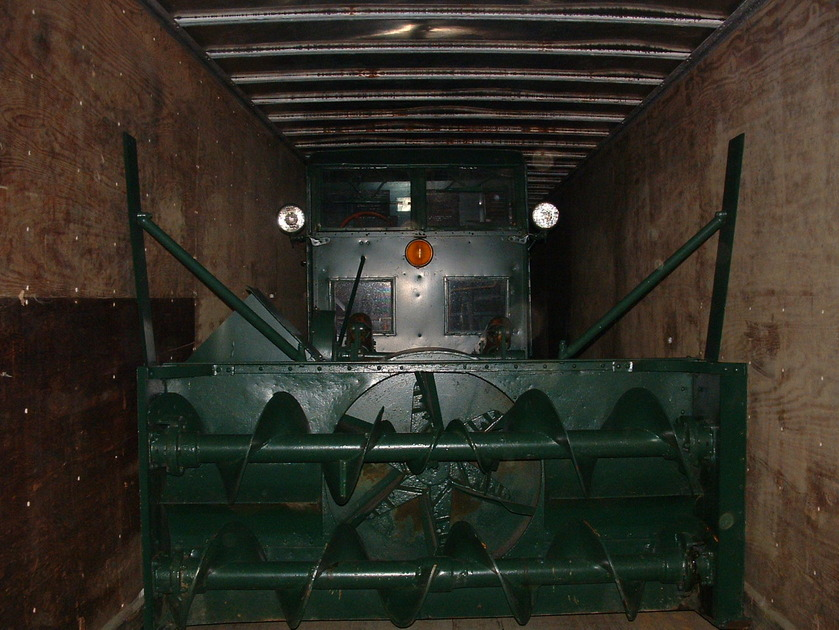 http://www.badgoat.net/Old Snow Plow Equipment/Trucks/FWD Trucks/Gushee FWD Rotary Plow/GW839H630-17.jpg