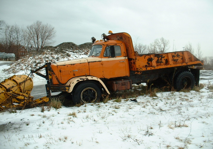http://www.badgoat.net/Old Snow Plow Equipment/Trucks/FWD Trucks/Lawrence Park FWD's/GW725H5090.jpg