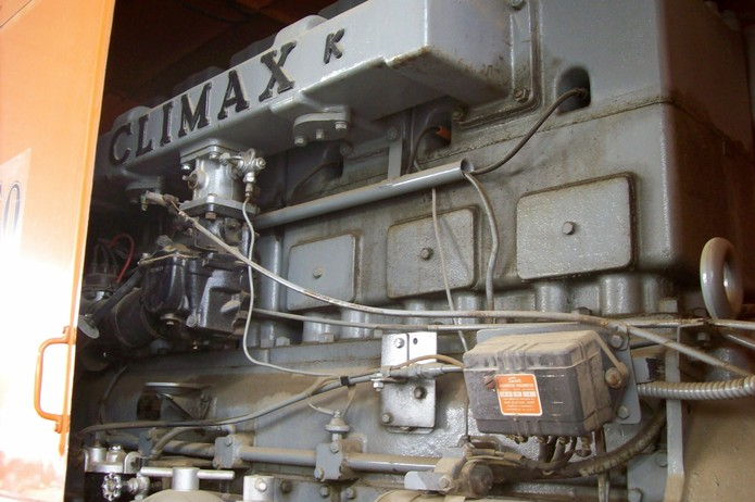 http://www.badgoat.net/Old Snow Plow Equipment/Trucks/FWD Trucks/Sacramento FWD/GW695H4623.jpg