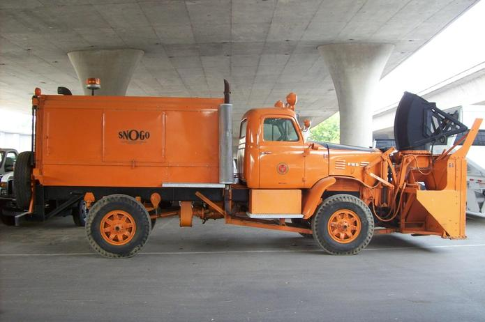 http://www.badgoat.net/Old Snow Plow Equipment/Trucks/FWD Trucks/Sacramento FWD/GW695H4624.jpg
