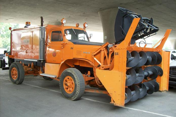 http://www.badgoat.net/Old Snow Plow Equipment/Trucks/FWD Trucks/Sacramento FWD/GW695H4625.jpg
