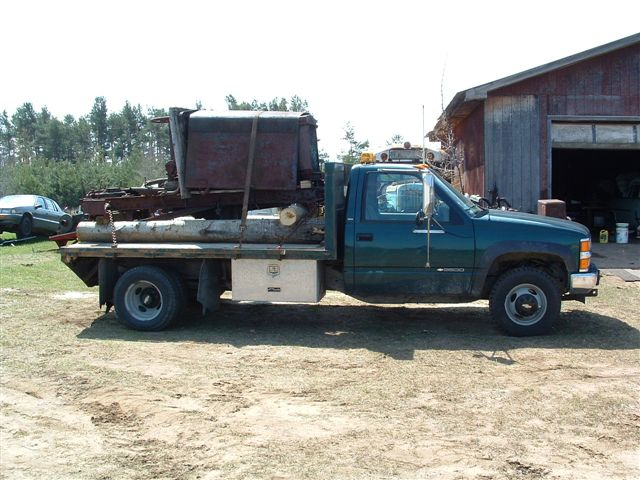 http://www.badgoat.net/Old%20Snow%20Plow%20Equipment/Trucks/Linn%20Tractor/Darl%20Gushee%20locating%20Linn%201085/GW640H480-8.jpg