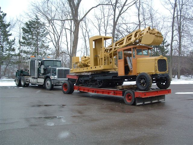 http://www.badgoat.net/Old%20Snow%20Plow%20Equipment/Trucks/Linn%20Tractor/Daryl%20Gushee%20Gradall%20Linn/GW640H480-1.jpg
