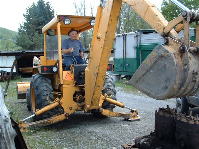 http://www.badgoat.net/Old%20Snow%20Plow%20Equipment/Trucks/Linn%20Tractor/Daryl%20Gushee%20Gradall%20Linn/GW640H480-20.jpg