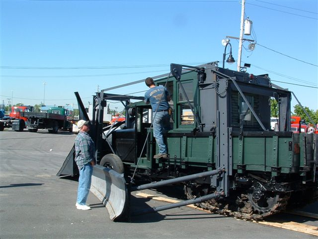 http://www.badgoat.net/Old Snow Plow Equipment/Trucks/Linn Tractor/Daryl Gushee's 1934 Snowplow Linn/GW640H480-30.jpg