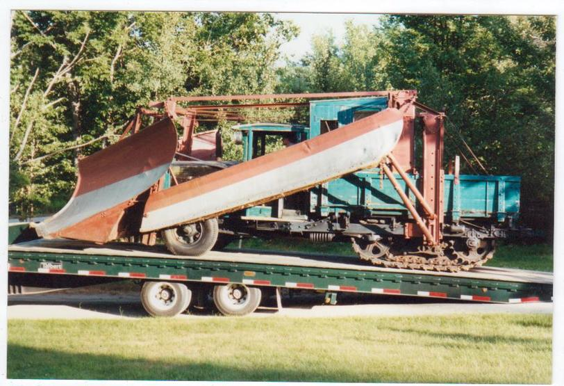 http://www.badgoat.net/Old Snow Plow Equipment/Trucks/Linn Tractor/Daryl Gushee's 1934 Snowplow Linn/GW812H555-5.jpg