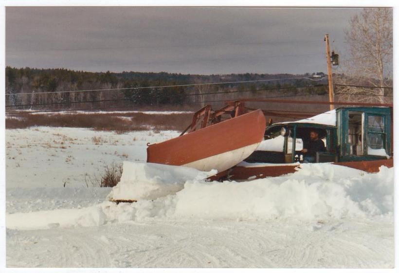 http://www.badgoat.net/Old Snow Plow Equipment/Trucks/Linn Tractor/Daryl Gushee's 1934 Snowplow Linn/GW820H561-10.jpg