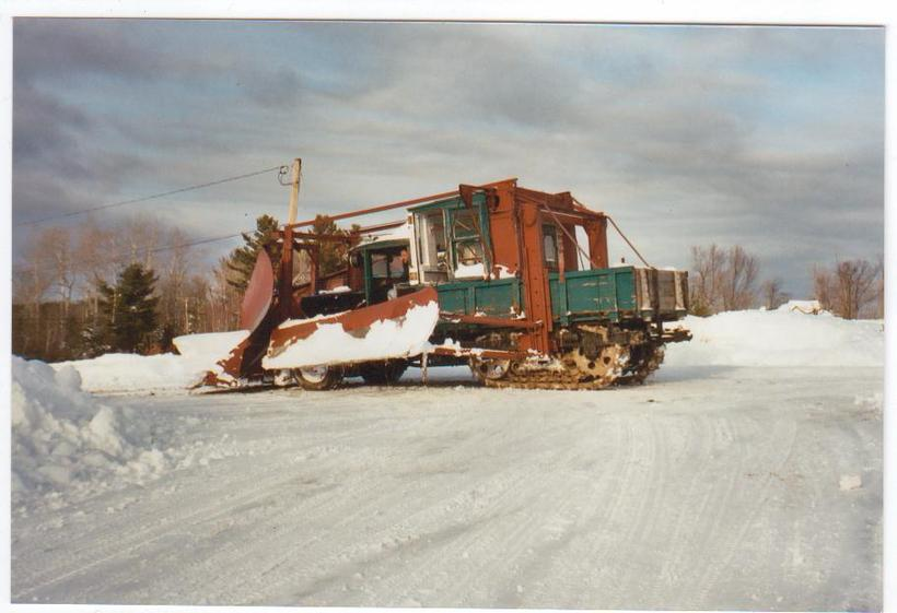 http://www.badgoat.net/Old Snow Plow Equipment/Trucks/Linn Tractor/Daryl Gushee's 1934 Snowplow Linn/GW820H561-11.jpg