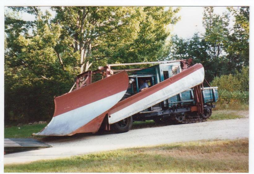 http://www.badgoat.net/Old Snow Plow Equipment/Trucks/Linn Tractor/Daryl Gushee's 1934 Snowplow Linn/GW820H561-3.jpg