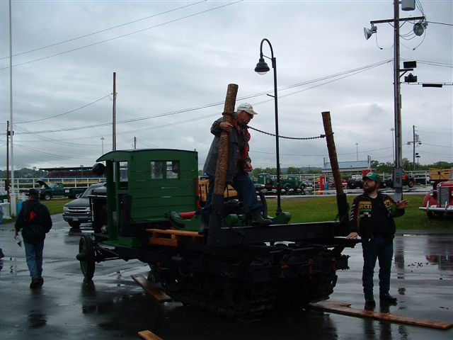 http://www.badgoat.net/Old Snow Plow Equipment/Trucks/Linn Tractor/Ernest Portner's Linn Logger/GW640H480-4.jpg