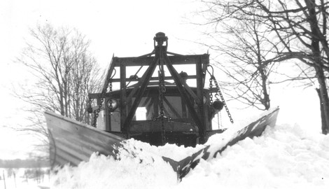 http://www.badgoat.net/Old Snow Plow Equipment/Trucks/Linn Tractor/Linn Tractors/GW470H270-16.jpg