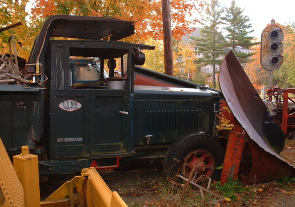http://www.badgoat.net/Old Snow Plow Equipment/Trucks/Linn Tractor/Linn Tractors/GW586H411-8.jpg