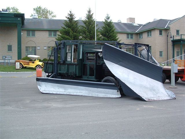 http://www.badgoat.net/Old Snow Plow Equipment/Trucks/Linn Tractor/Linn Tractors/GW640H480-14.jpg