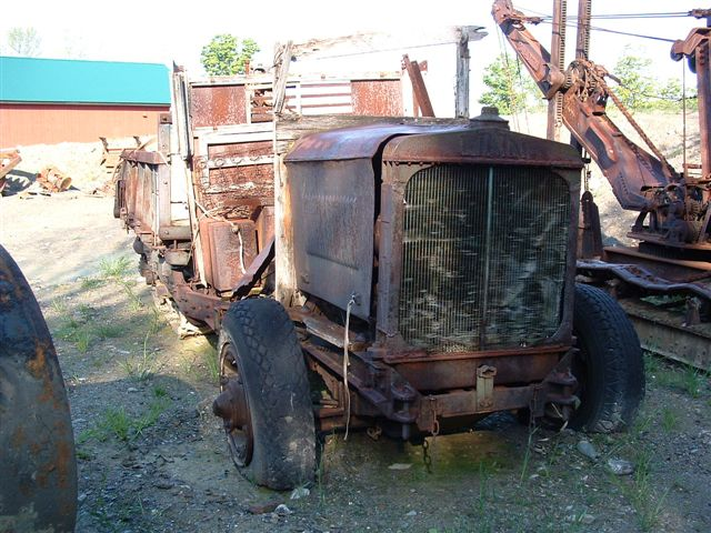 http://www.badgoat.net/Old Snow Plow Equipment/Trucks/Linn Tractor/Linn Tractors/GW640H480-28.jpg