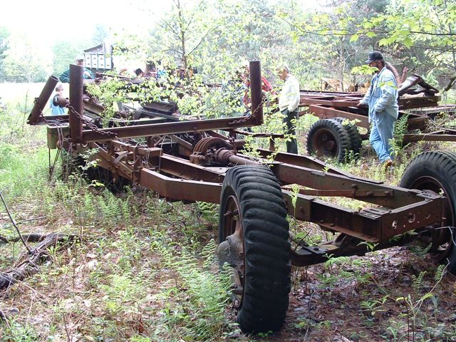 http://www.badgoat.net/Old Snow Plow Equipment/Trucks/Linn Tractor/Linn Tractors/GW640H480-29.jpg