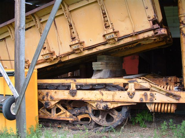 http://www.badgoat.net/Old Snow Plow Equipment/Trucks/Linn Tractor/Linn Tractors/GW640H480-31.jpg