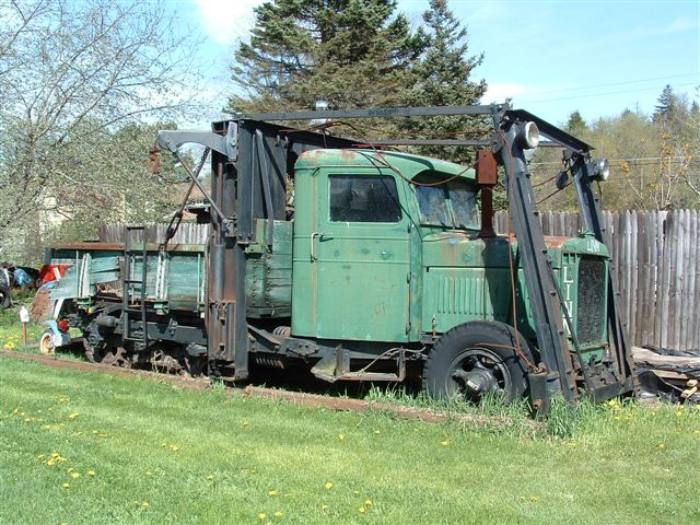 http://www.badgoat.net/Old Snow Plow Equipment/Trucks/Linn Tractor/Linn Tractors/GW640H480-35.jpg