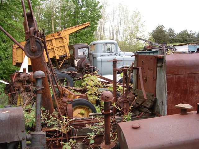 http://www.badgoat.net/Old Snow Plow Equipment/Trucks/Linn Tractor/Linn Tractors/GW640H480-36.jpg