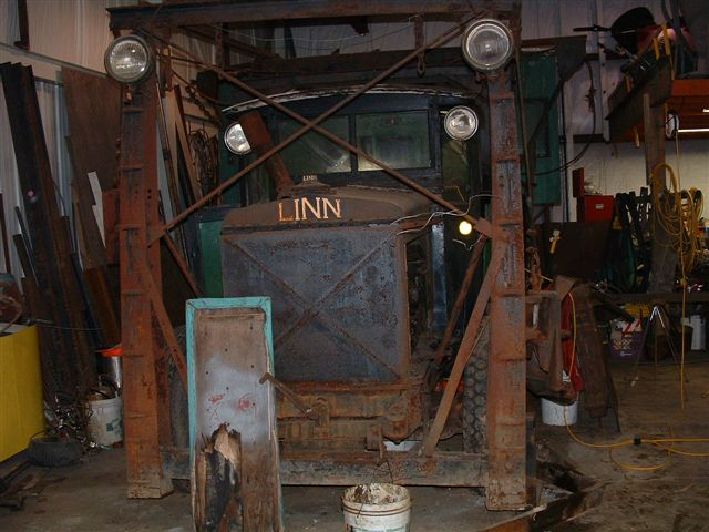 http://www.badgoat.net/Old Snow Plow Equipment/Trucks/Linn Tractor/Linn Tractors/GW640H480-37.jpg