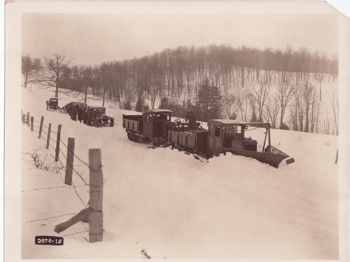 http://www.badgoat.net/Old Snow Plow Equipment/Trucks/Linn Tractor/Linn Tractors/GW719H539-10.jpg