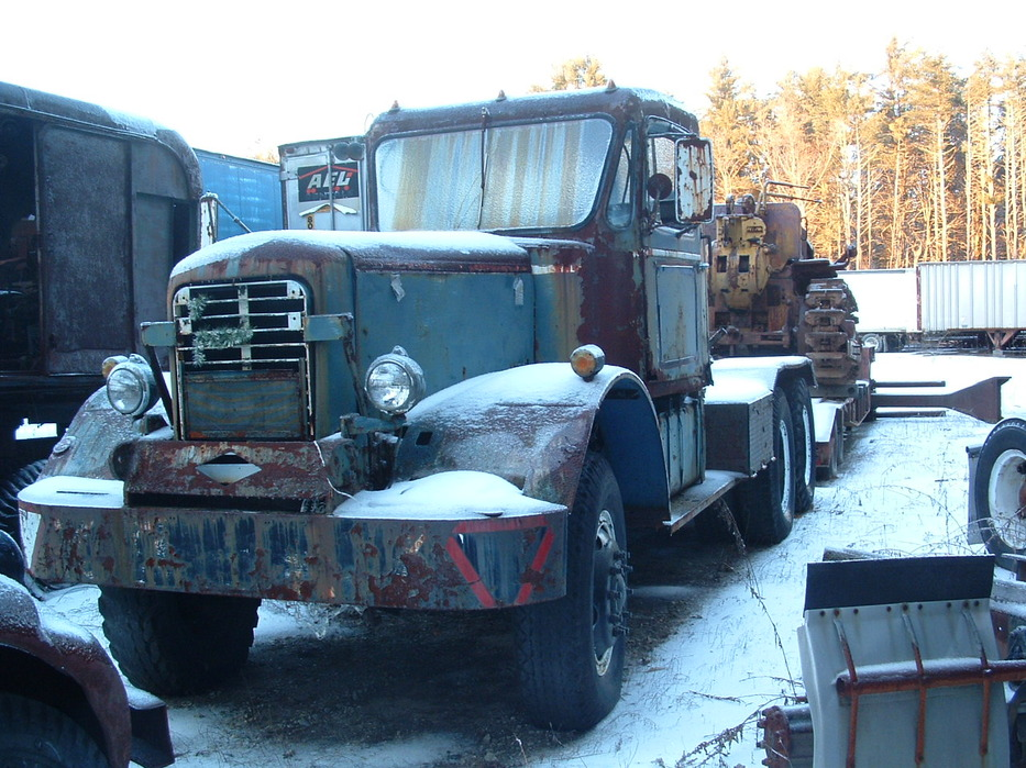 http://www.badgoat.net/Old Snow Plow Equipment/Trucks/Mack Snow Fighters/Gushee Mack NO/GW933H699_01.jpg